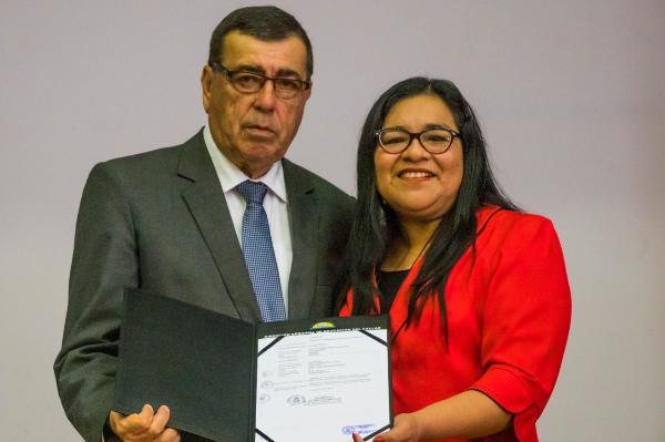 GOBERNADOR REGIONAL DANTE MANDRIOTTI ANUNCIA MÁS CAPACITACIÓN DOCENTE Y CONSTRUCCIÓN DE NUEVOS COLEGIOS.