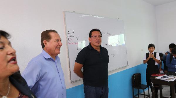 Gobernador Regional del Callao, F�lix Moreno, entrego seis m�dulos b�sicos